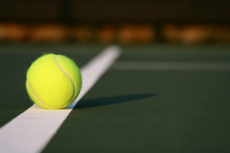 De ce sunt mingiile de tenis pufoase