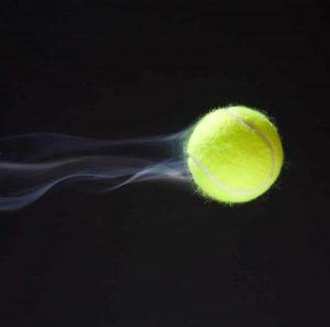 Cum se numește lovirea mingii de tenis din aer